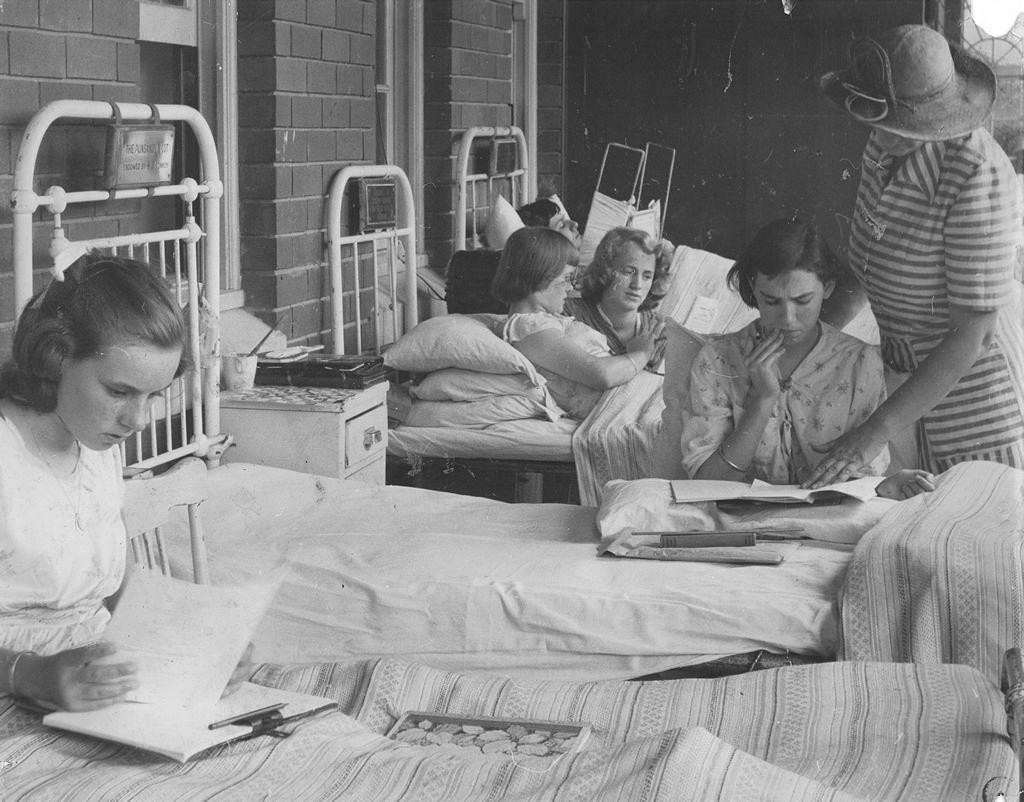 1938 - Patients having lessons